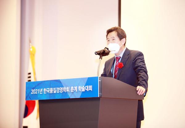(사진:글로벌뉴스통신 김성곤 기자)한국품질경영학회 홍성훈 회장의 개회사